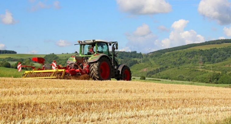 Potreban traktorista